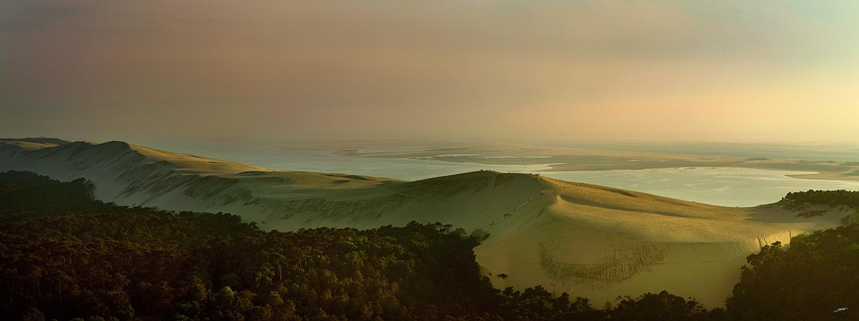 Vue aérienne magistrale de la Dune du Pilat par Stéphane Scotto